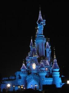 Het prachtig verlichte Disney paleis