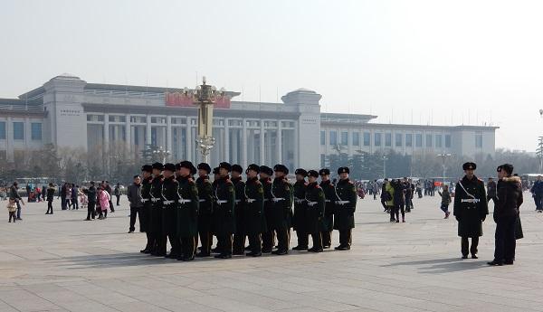 Bewaking op het Plein van de Hemelse Vrede in China