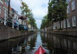Maar liefst 28 km aan singels en waterwegen geven het knusse centrum van Leiden karakter. Ervaar de stad van een andere kant; met een kajak in het water!